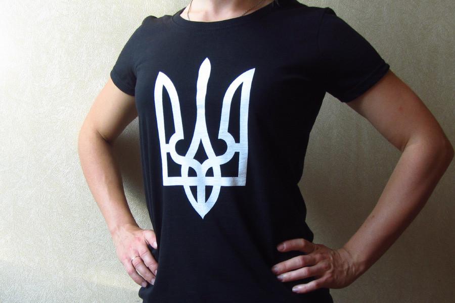 Жіноча футболка з гербом України — 148 грн 50019ca9b78bf